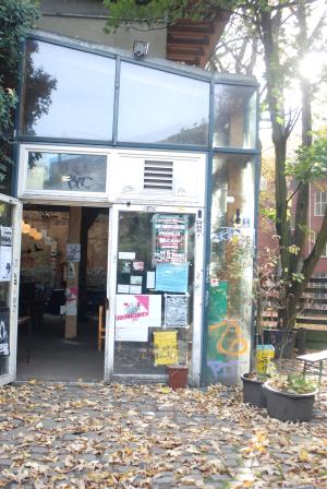 Bild des AZ-Eingangs
